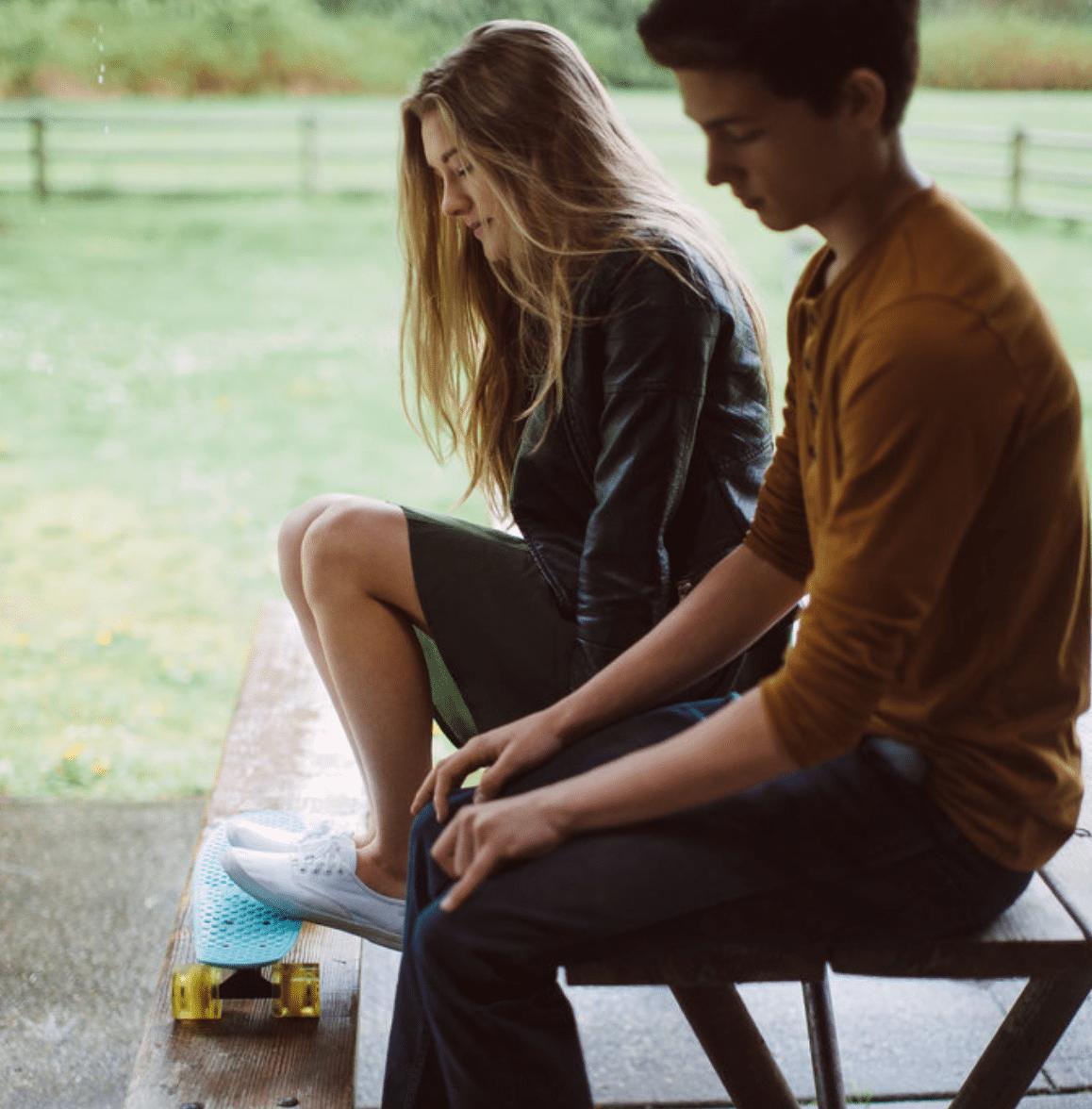 Breadcrumbing in dating