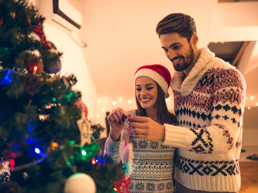 8 tips for meeting your partner's family for the first time during the holidays